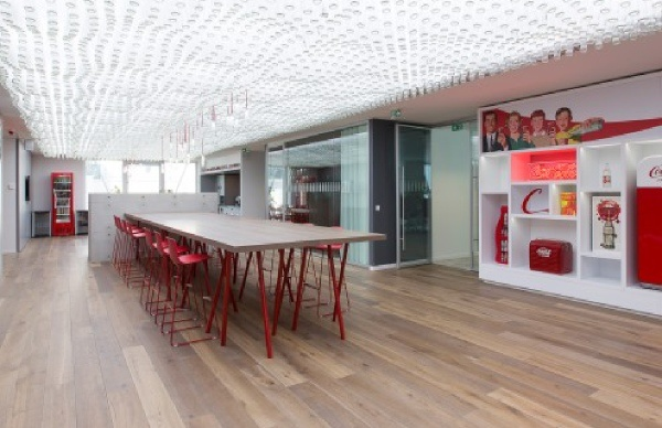 idee-decoration-bureau-professionnel-reunion-coca-cola